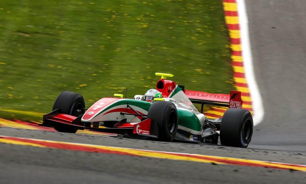 Alfonso Celis Jr. compitiendo en Fórmula V8