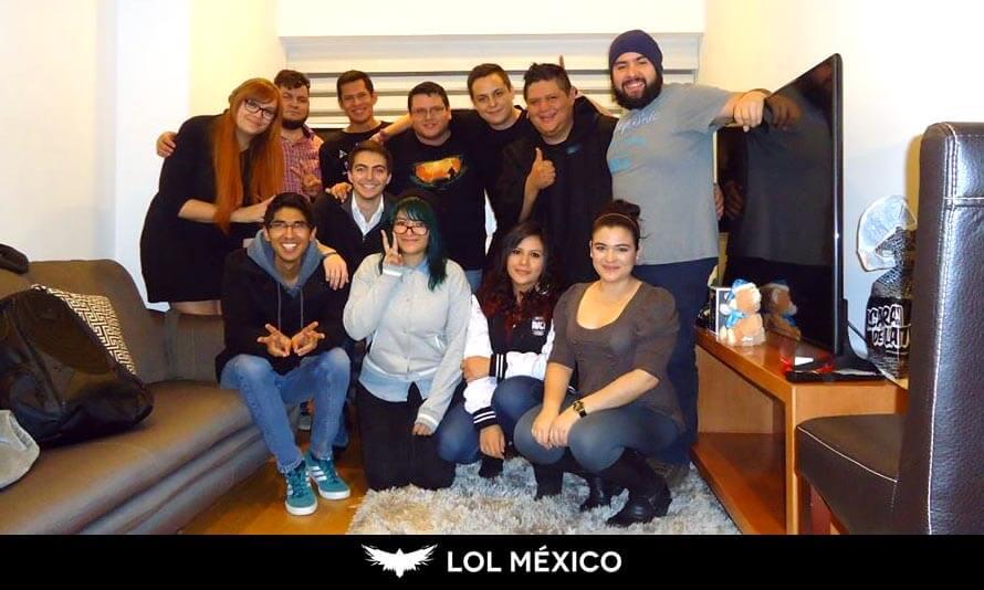 Felicia Castellanos con la Comunidad de LoL México