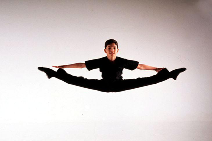 Isaac Hernández practicando ballet de niño