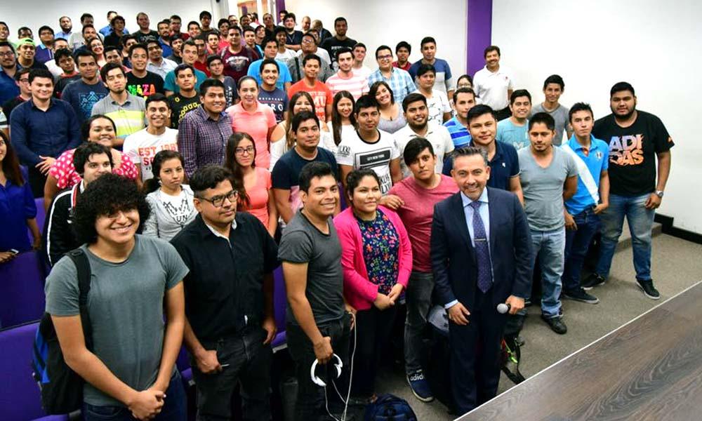 Israel Reyes Gómez visitando universidades de México