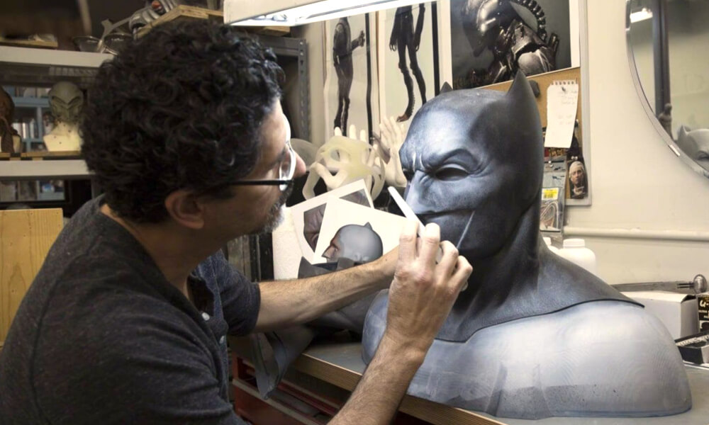 José Fernández trabajando en el traje de Batman durante la saga en la que participó el actor Ben Affleck