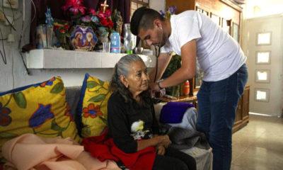 Doctor Mexicano Cuida a Recuperados de COVID-19 en su Tiempo Libre
