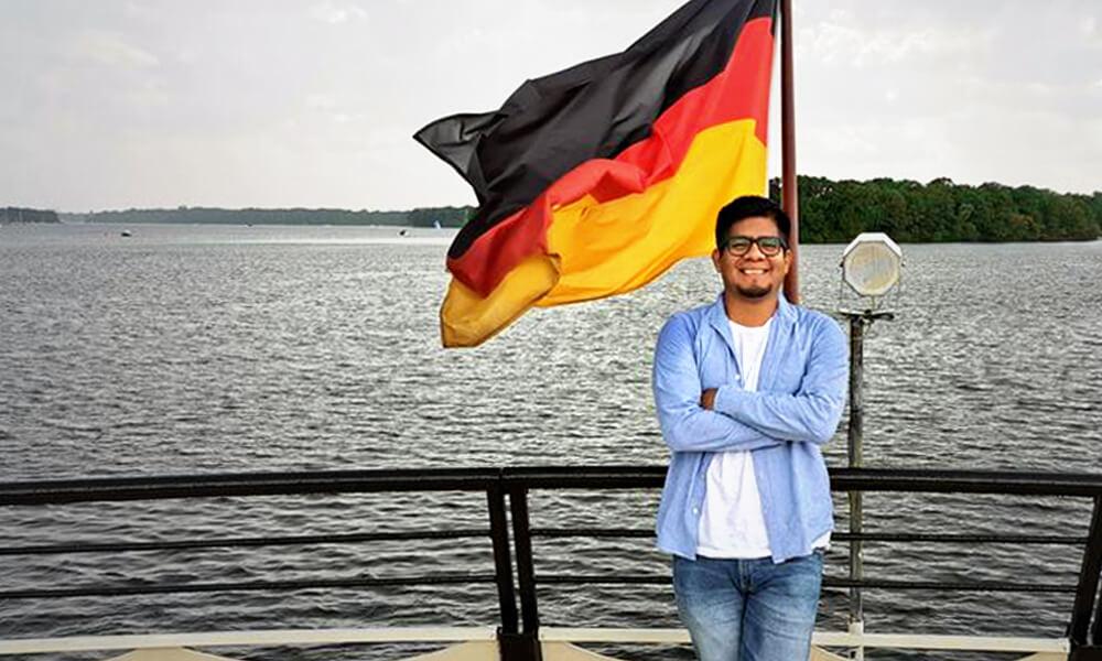 Enfermero Indígena Mexicano Cumple sus Sueños en Alemania